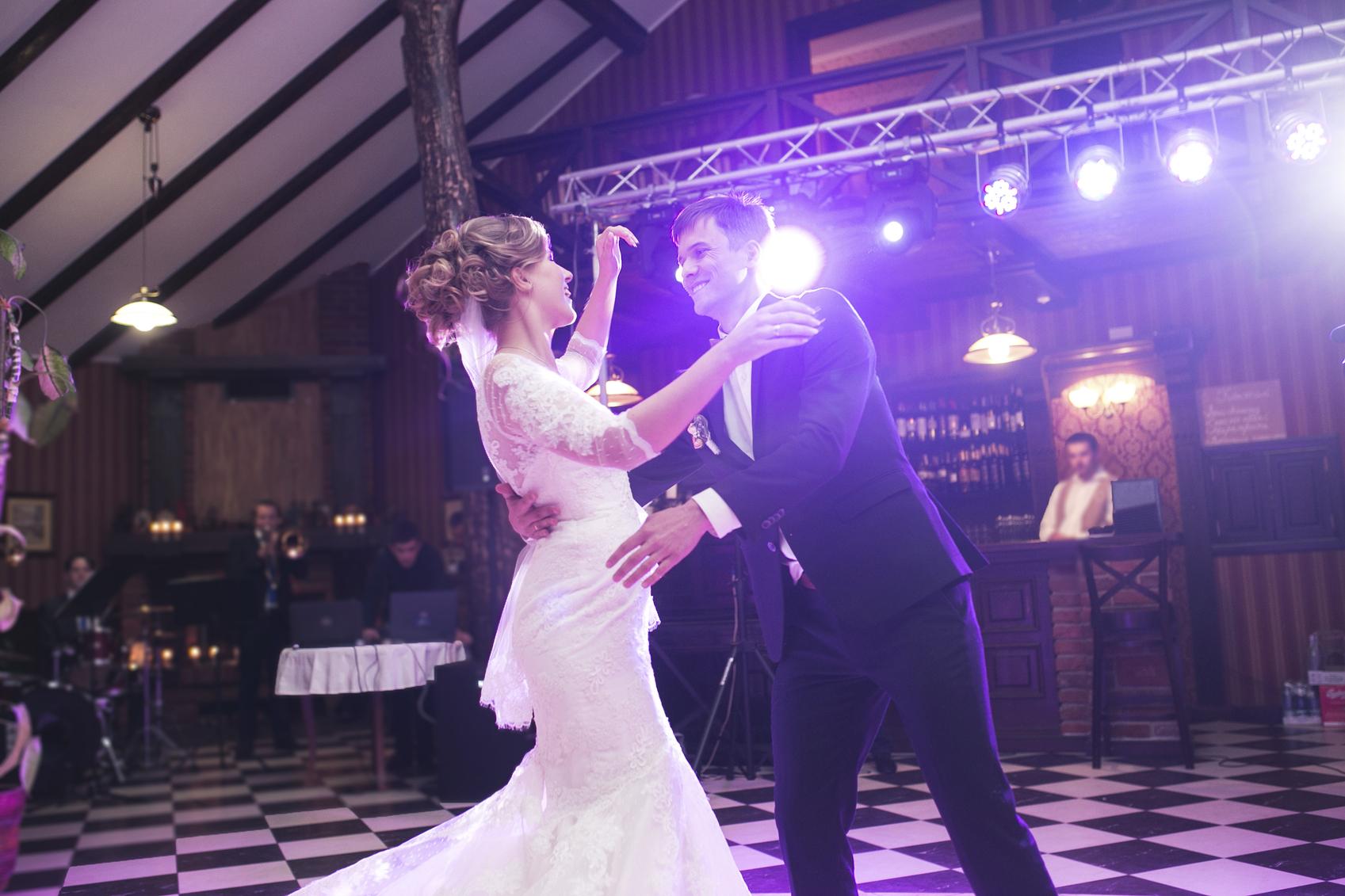 kiezen voor een intieme bruiloft of een groot feest