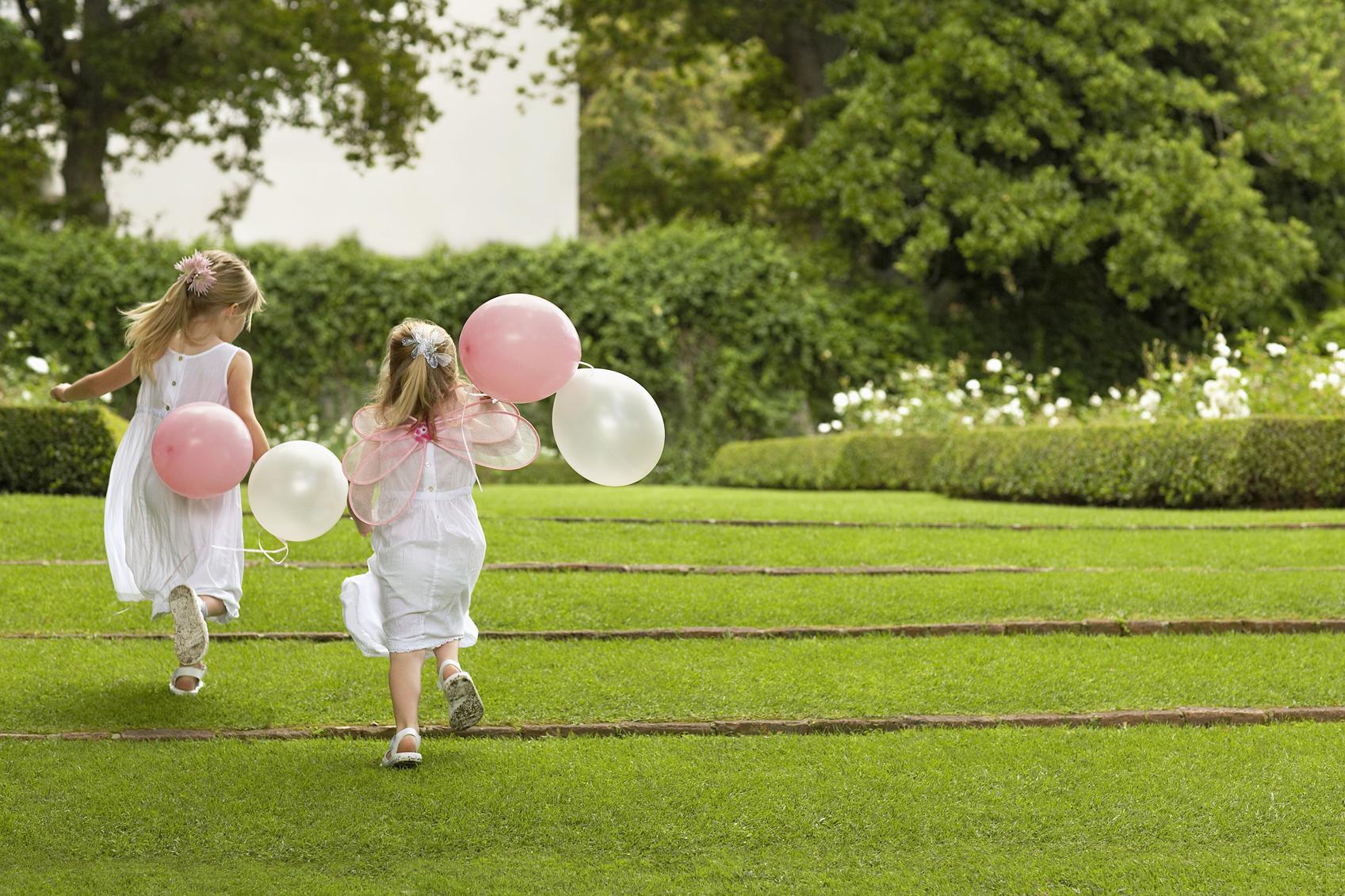 bruidsmeisjes met ballon