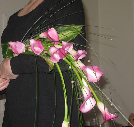 Lineaire trouwboeketten bestaan uit slechts enkele bloemen