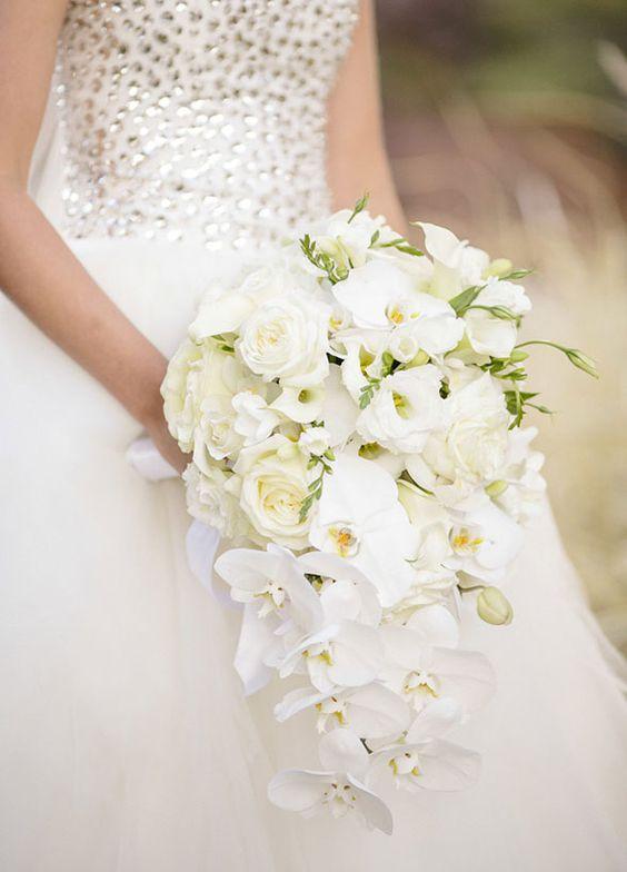 Een van de mooiste bruidsboeketten voorbeelden is deze orchidee druppel
