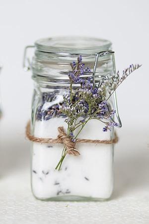 Lekker potje lavendel als trouwcadeautje