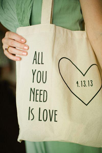 Een linnen tas is praktisch en ziet er leuk uit