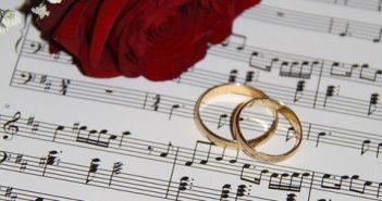 muziek-tijdens-de-trouwceremonie-van-de-bruiloft