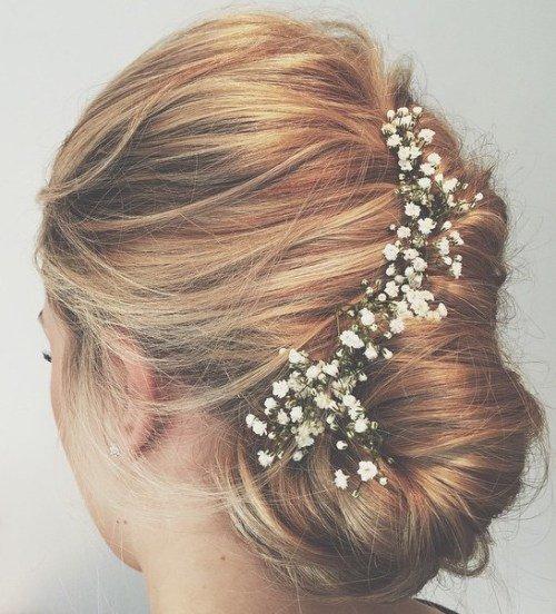 Bloemenstrook in het haar