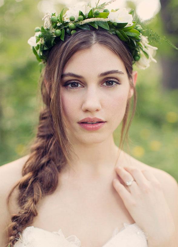 Bohemische bruid met bloemenkroon