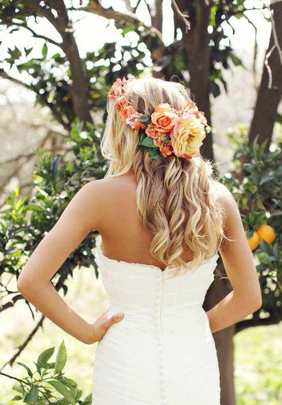 Vrolijke bloemenkleuren in het haar