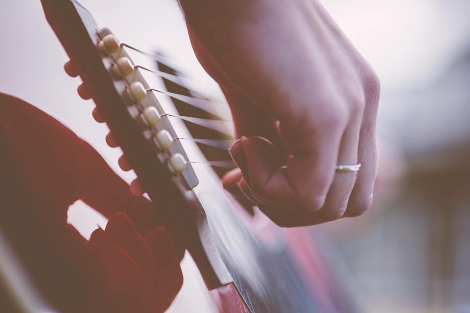 gitaar muziek tijdens de trouwceremonie