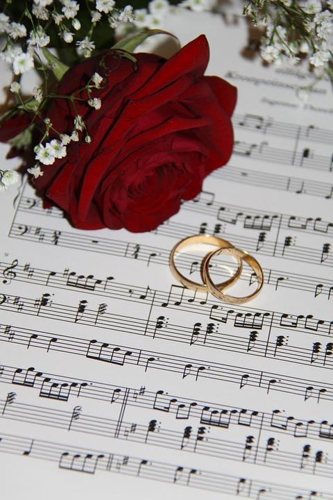 Muziek tijdens de trouwceremonie van de bruiloft