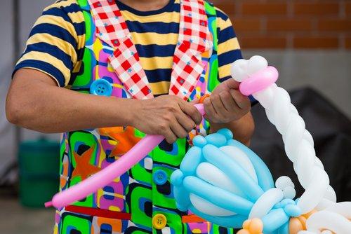 Kinderentertainment op bruiloft met ballon-clown