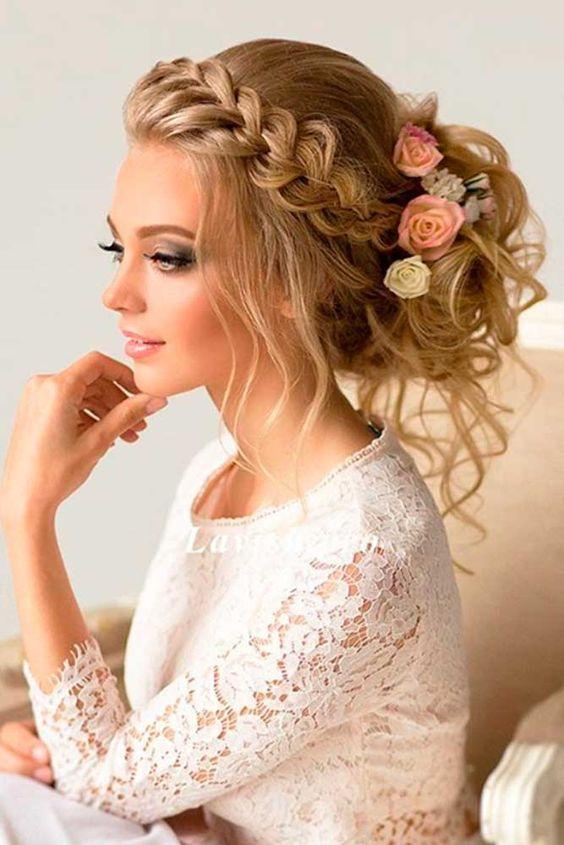 Lang haar met bloemen en vlecht