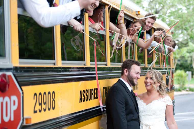 amerikaanse schoolbus bruiloft