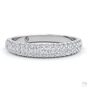 Pave bezette ring met diamantjes