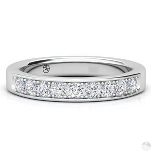 Rij ring met strook kleine diamantjes