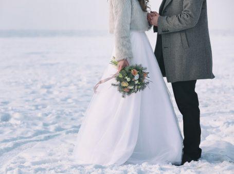 Zo kleed je je perfect voor een winterse bruiloft