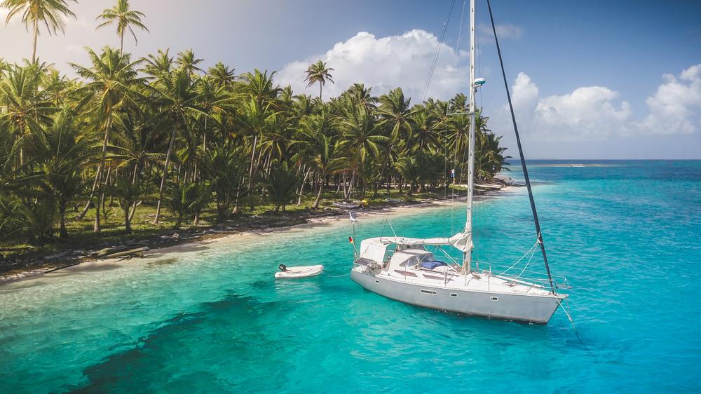 Zeilen rondom paradijselijke eilanden in Panama